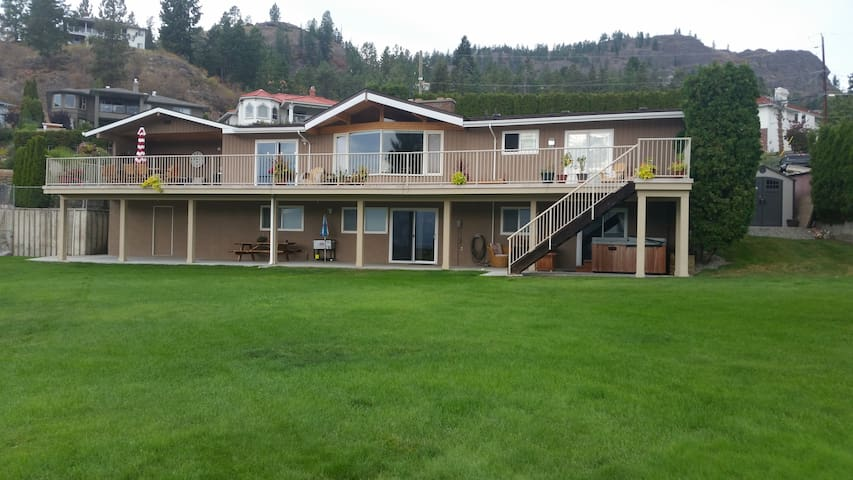 Hotel Style Suite & Private Hot Tub on Wine Trail! - West Kelowna - Rumah