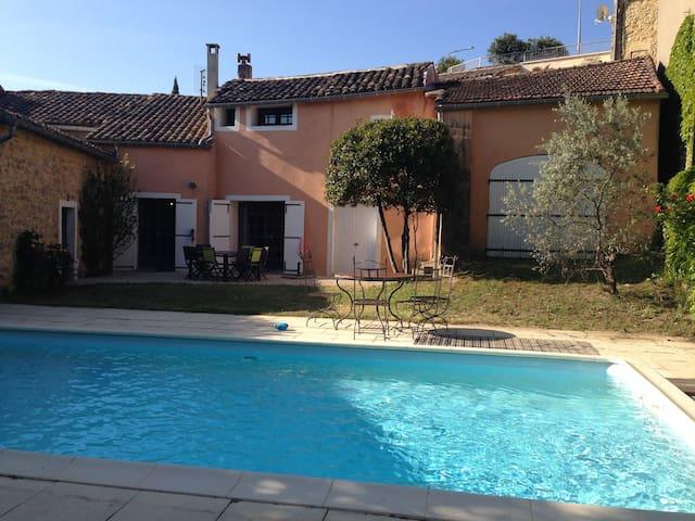 Mas de village, jardin avec piscine - Saint-Julien-de-Peyrolas - 獨棟
