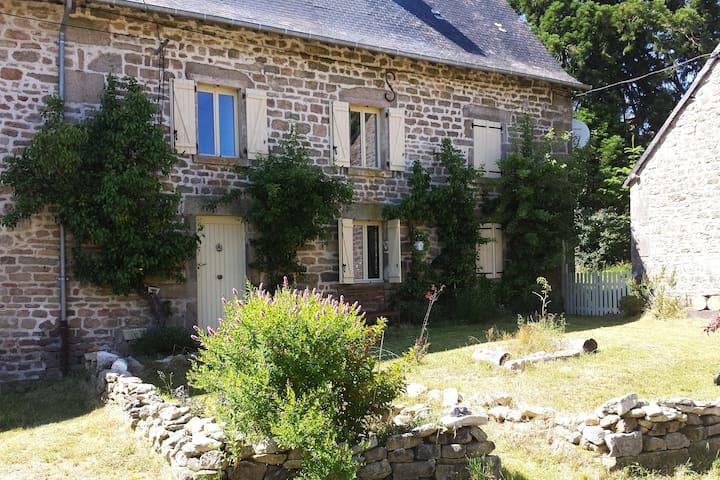 Spacious  farmhouse in magical rural setting - Royère-de-Vassivière - Hus