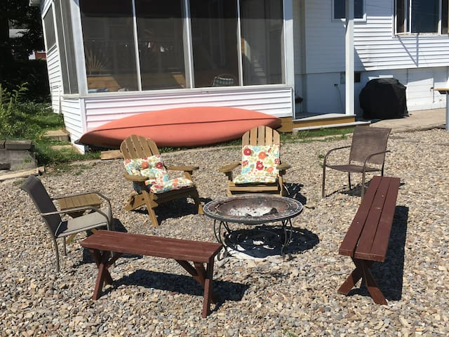Charming Cottage on Cayuga Lake with Guest House - Romulus - Cabaña