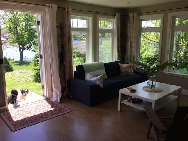 Lakefront City Retreat - Dartmouth - Lägenhet