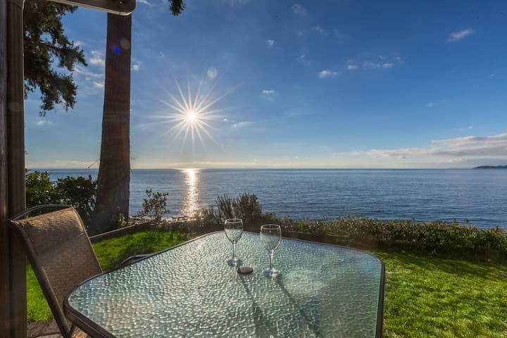 The Beach House - Waterfront Relaxation - Sechelt - Hus