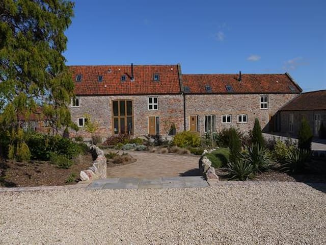 The Byre Family Cottage with on-site Spa - Dulcote