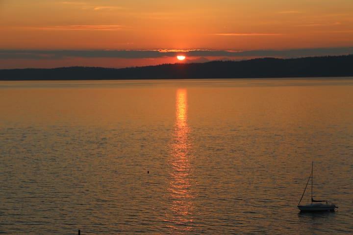 Water View Sunset Studio/Apartment - Des Moines - Huis