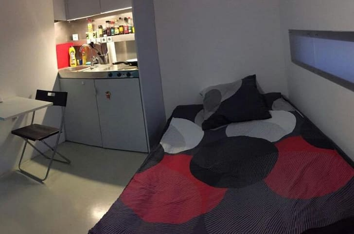 Private Room Across from - Hoppegarten - Leilighet