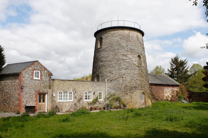 Cosy Cottage adjoins 1836 Windmill - Linton