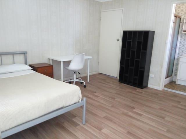 最便捷的位置,安静舒适的环境,可以提供3间卧室可住6人 - MacGregor - Hus
