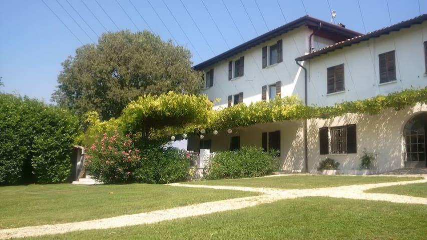 Agriturismo EROMA - suite PAOLINA - Lonato del Garda - Oda + Kahvaltı