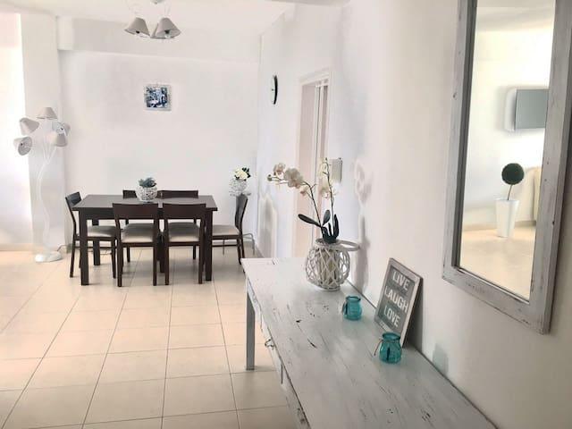 Beautiful Sea View Apartment near the beach - Agios Tychon - Appartement