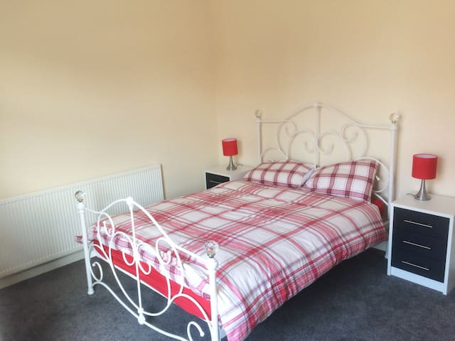 Cozy home in the heart of Hindley, Wigan. - Hindley - Talo