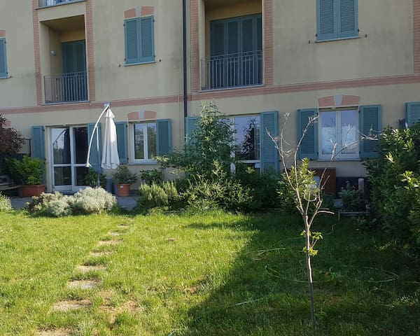 Appartamento in collina con giardino e piscina. - Tortona - Byt