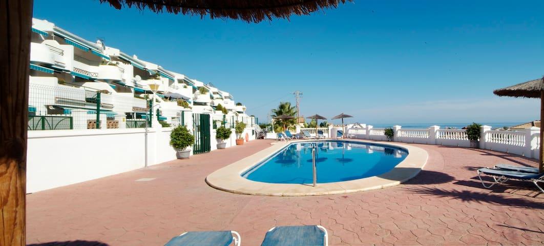 Confortable apartamento con piscina. - Benalmádena - Maison
