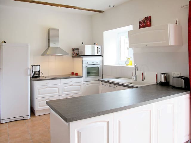 Holiday home in Lalandusse for 10 persons - Castillonnes - Hus