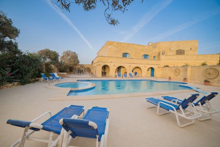 Il-Qatra Bedroom 3 (shared bathroom) - L-Għarb