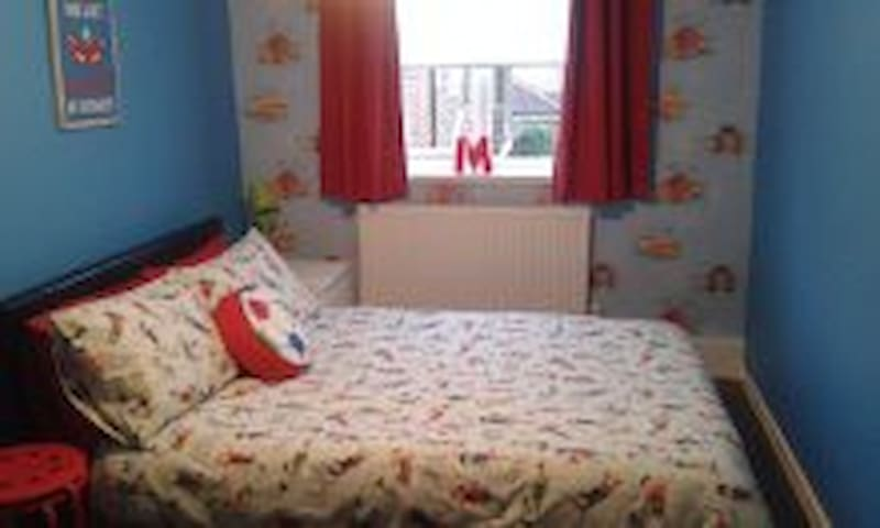 Comfortable double bed -  Pitsea, Basildon - Bed & Breakfast