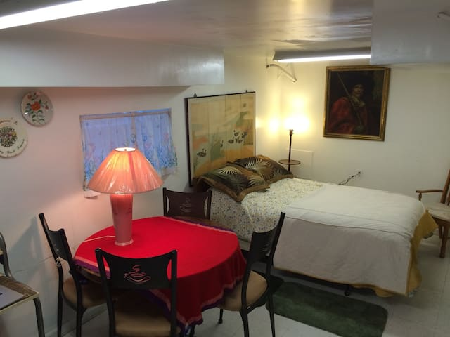 Quiet, Cozy Private Room for 1 or 2 - Brookfield - Casa