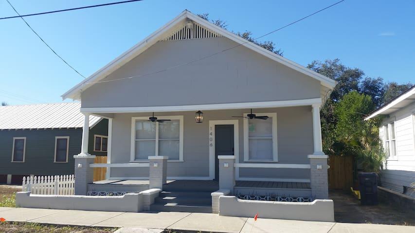 Fully Renovated Historic Ybor Bungalow - Tampa - Hus