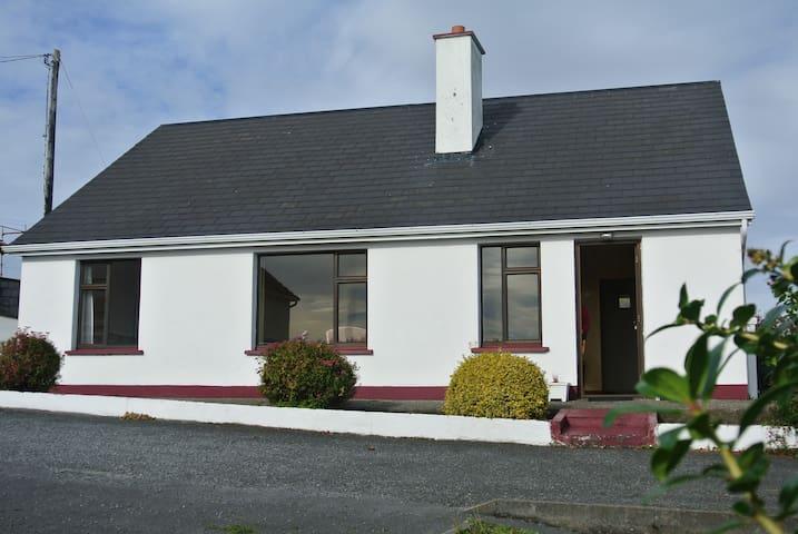 Aran Islands View in Coastal Connemara.  Sleeps 6! - Galway - Ev