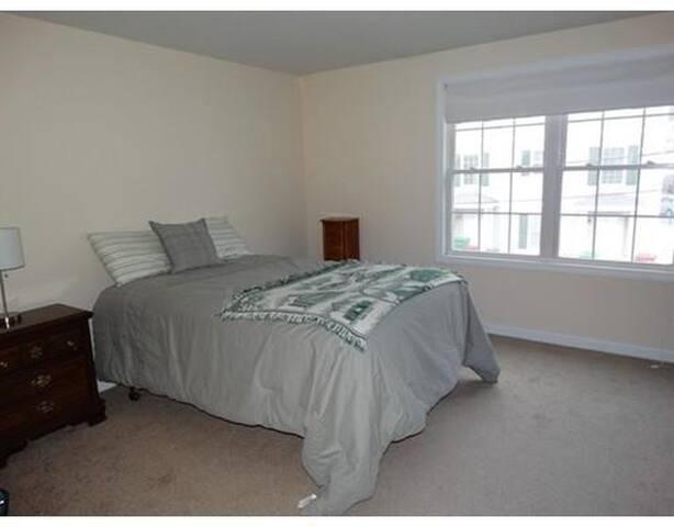 comfortable, bright bedroom - 洛厄爾(Lowell) - 公寓