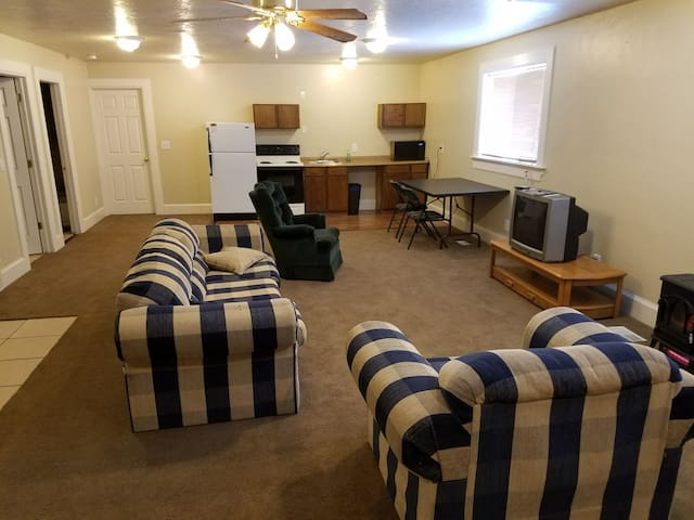 Huge Studio type room - North Logan - Casa