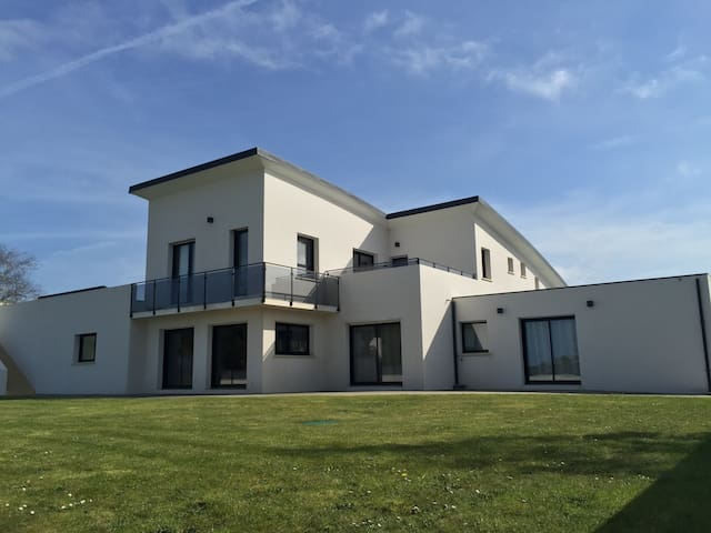 Villa 4 to 14 people private pool 600m from beach - Saint-Pabu - Haus
