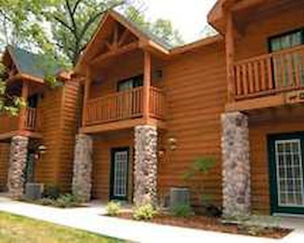 Starved Rock Getaway - North Utica - Villa