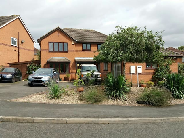 3/4 Detached house&parking,adjacent to lake & Park - Melton Mowbray