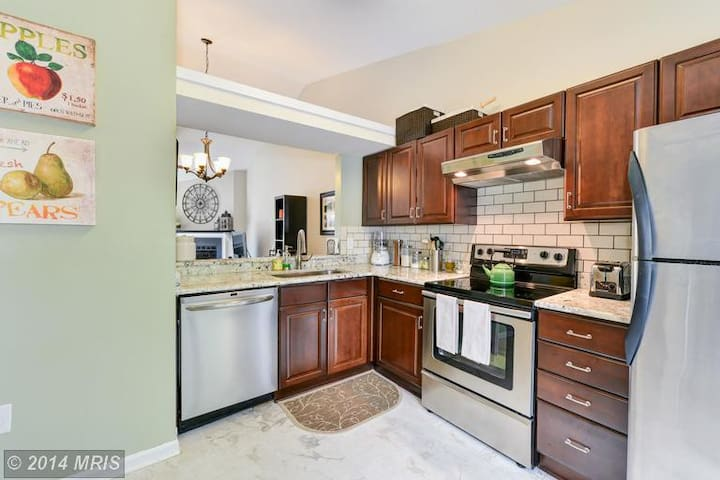 Lakeside Condominium - Falls Church - Таунхаус