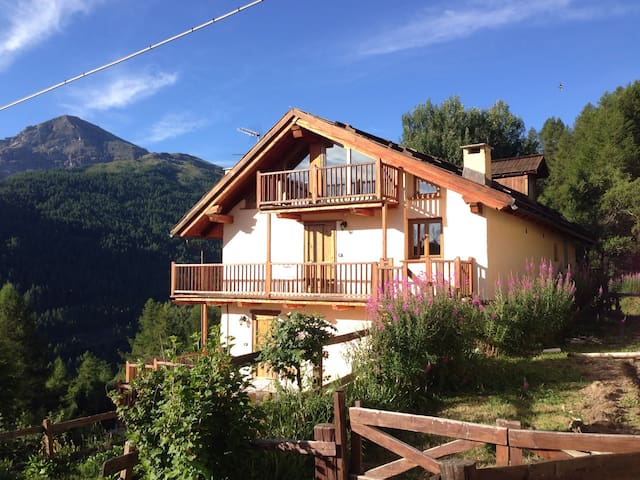 Heart to heart with the mountain! Brand new attic! - Pragelato - Cabaña
