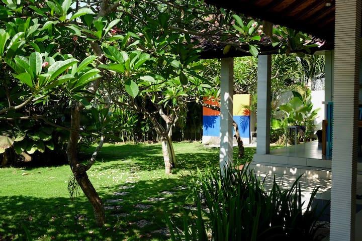 Quiet Green Paradise in the Heart of Canggu - North Kuta - Hus