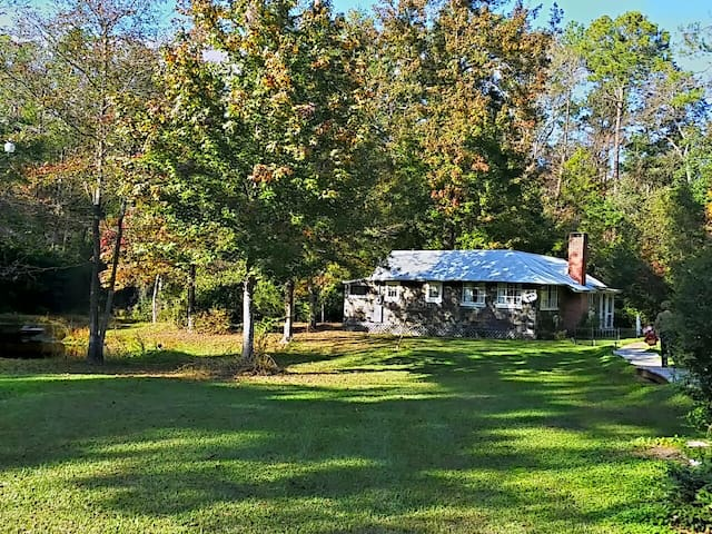 Pond View Cottage - 1200 sq. ft. - Covington - Huis