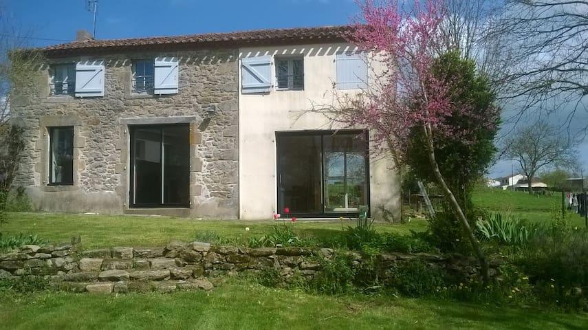Grande maison de campagne proche du Puy du Fou - La Gaubretière - Casa