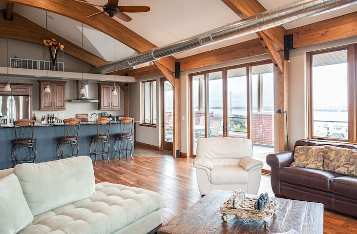 RIVER VIEW - Penthouse Loft w/ deck - Alton - Loft
