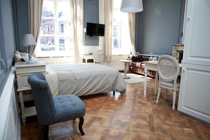 Studio (30m2) dans hôtel de maître - Mons - Leilighet