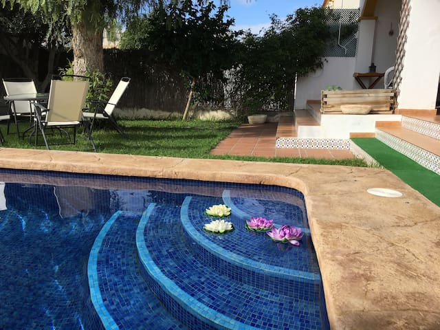 TOWNHOUSE AT THE BEACH WITH POOL - Torre de la Horadada - Hus
