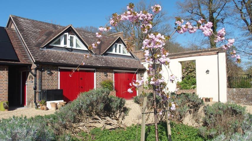 Charming Victorian garden Bothy, 15mins to Gatwick - Balcombe - Apartemen