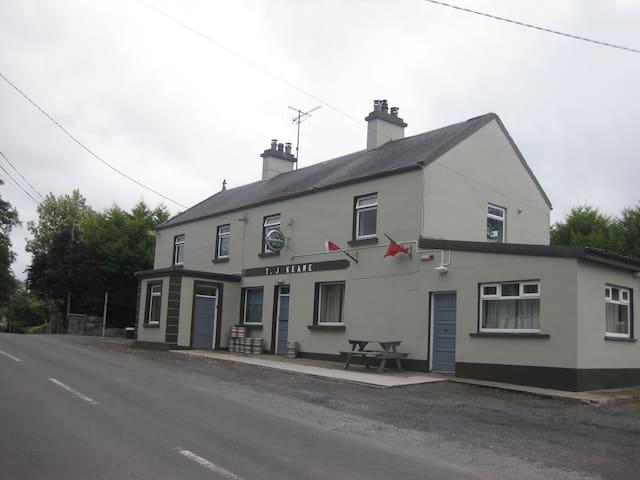 Spacious home beside country pub Crossboyne - Claremorris