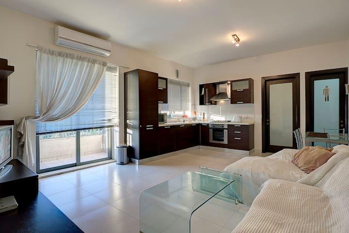 Views Beaches & Restaurants - Gzira - Lägenhet