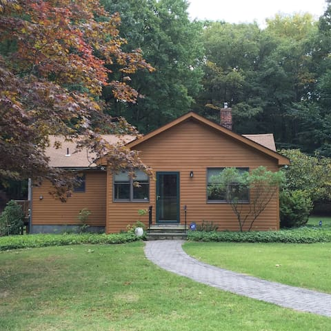Entire House - Beautiful Country Guest House - Mohegan Lake - Дом