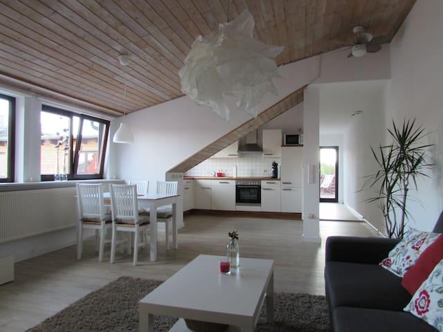 Modernes 95m² Appartement mit Dachterrasse - Lovo - Kassel - Daire