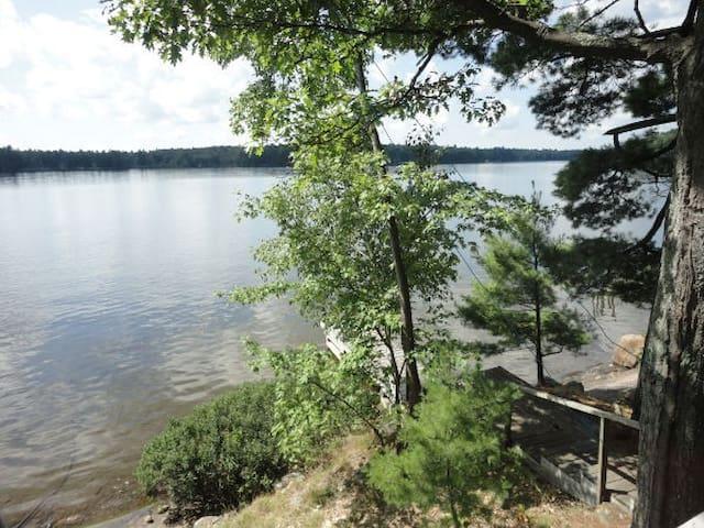 Lakeside Muskoka cottage- Bala - Muskoka Lakes - Blockhütte