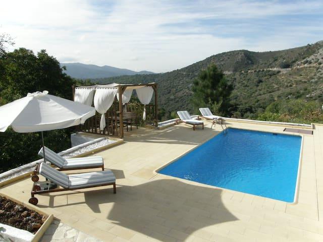 Beautiful and private villa. Wifi - Cartajima
