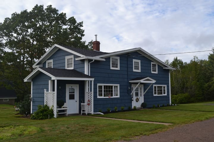 Cozy 3BDR Farmhouse in Kentville - Kentville - Dom