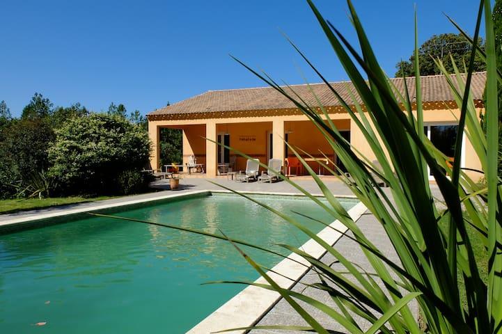 Grande maison tout confort avec piscine privée - Bagard - Ev
