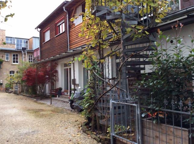 Hinterhof-Idylle Karlsruhe Südstadt - Karlsruhe - Hus
