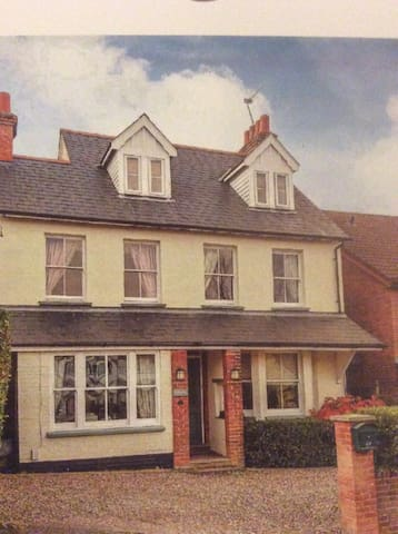 Charming  flat in Victorian house - Chorleywood