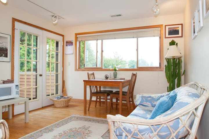 BALLARD  CHARM - Mountain View Suite - Seattle - Departamento