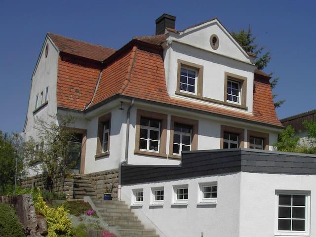 gemütliche Wohnung mit Garten - Clausen - Leilighet