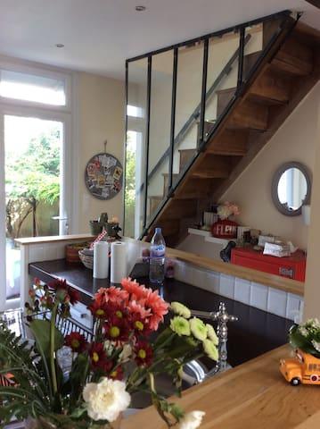Intérieur cosy, terrasse et jardin agréable en été - Poitiers - Casa