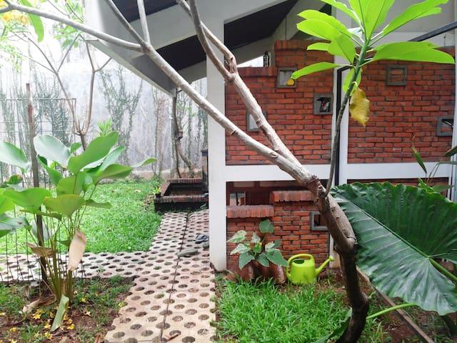 Nilaya 1 Garden Room@tropical house - Cakarta - Oda + Kahvaltı